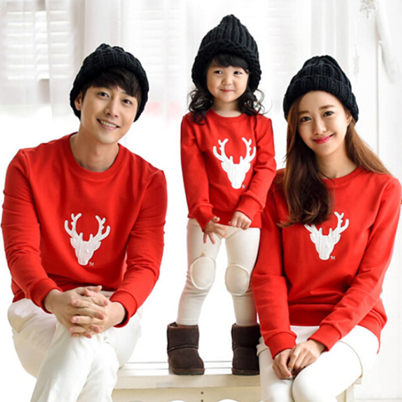 Теплые свитера с оленями для всей семьи